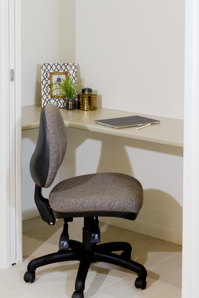COMPUFORM MEDIUM BACK NO ARMS W